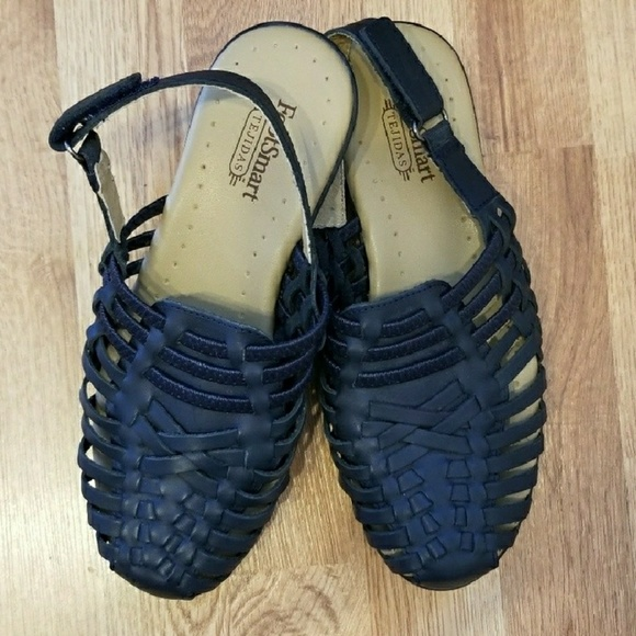 d5b6ea2b3dfe FootSmart Shoes - FootSmart Tejidas Navy Blue Leather Sandals